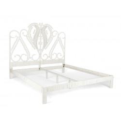 Łóżko z ozdobnym zagłówkiem