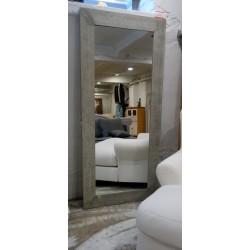 Piękne duże lustro w stylu minimalistycznym