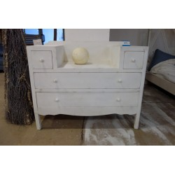 Biała przecierana komoda z szufladami