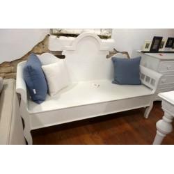 Biała ławka z schowkiem