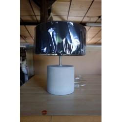 Betonowa lampa stolowa