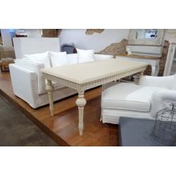 Stół z toczonymi nogami kremowy