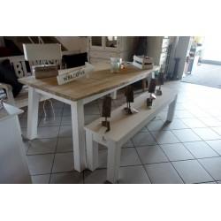 Pięny dębowy stół