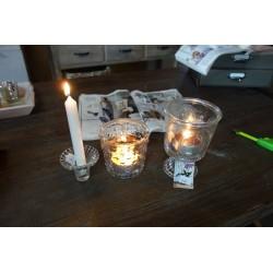 Funkcjonalny szklany świecznik