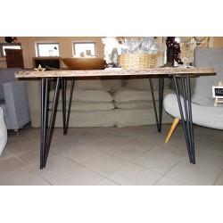 Stół z blatem z drewna akacjowego