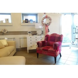 Różowy fotel
