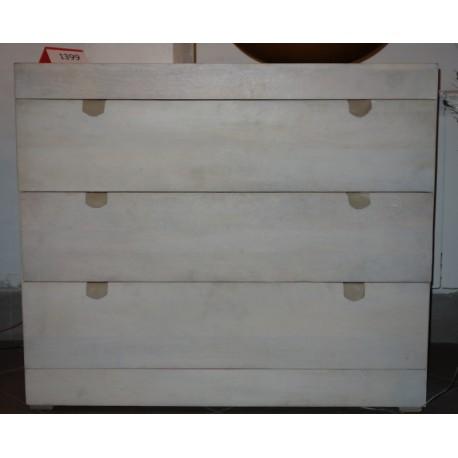 Praktyczna komoda z trzema szufladami