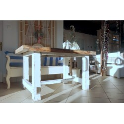 Solidny stół z drewna sosnowego