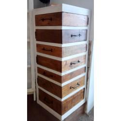 Komoda z siedmioma szufladami - małe dzieło sztuki