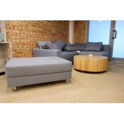 Jasnoniebieska sofa